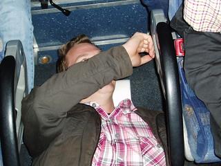 30 Jarno nukkui bussin lattialla