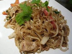 noodle, mie goreng, bakmi, shahe fen, beef chow fun, lo mein, spaghetti aglio e olio, meat, char kway teow, food, dish, yakisoba, chinese noodles, carbonara, yaki udon, cuisine, chow mein,
