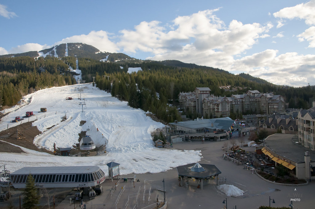 Skiers Plaza at the end of the day