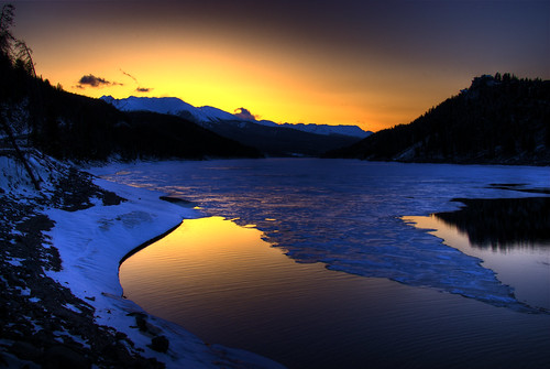 blue sunset sun sunlight lake snow mountains reflection ice nature water yellow landscape spring colorado reservoir explore wikipedia rockymountains hdr lakedillon naturesfinest photomatix 200805 royalgroup superbmasterpiece goldstaraward