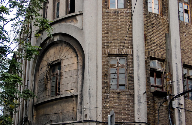 Mystery Building on Yongxing Lu - rounded corner on second floor
