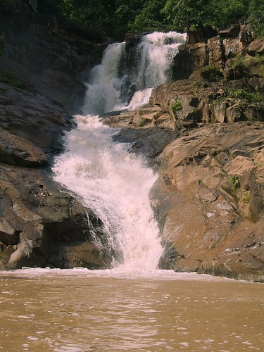 Rajpuri Waterfalls 19/9/2008 by Vicky Nagvan