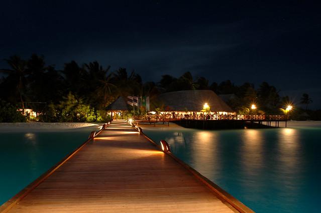 Vilu Reef Beach & Spa Resort by night