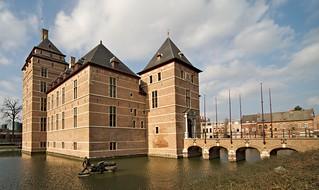 Billede af Kasteel van de Hertogen van Brabant. building brick castle water belgium edge turnhout kasteela