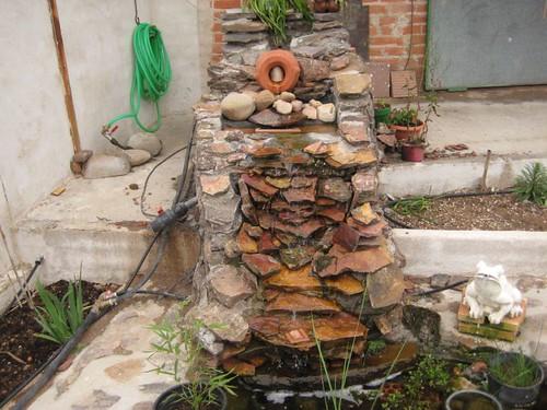 Ver tema construccion estanque de obra for Cascadas de piedra para jardin