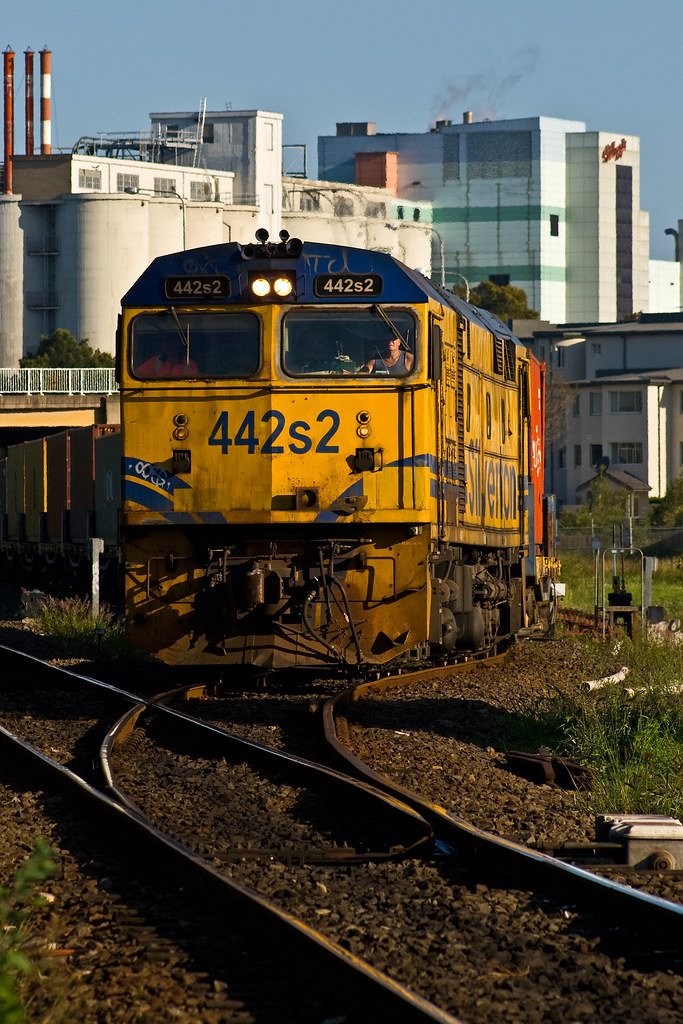 442s2 Departs Botany by Trent