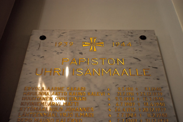 Esvástica en una tumba de Finlandia