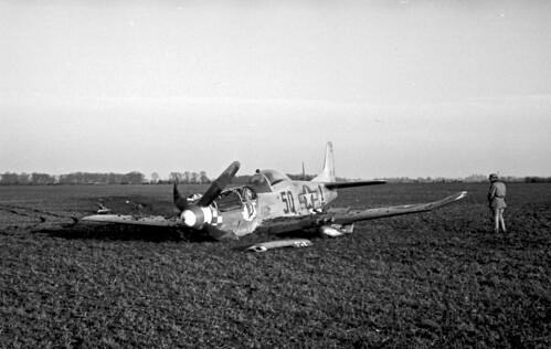 P 51 Crash f6 3 100 1530hrs GMT 02