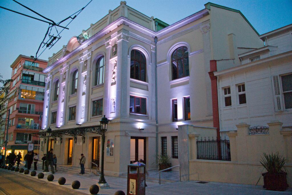 S reyya opera house kadikoy istanbul through my eyes for Amida house istanbul