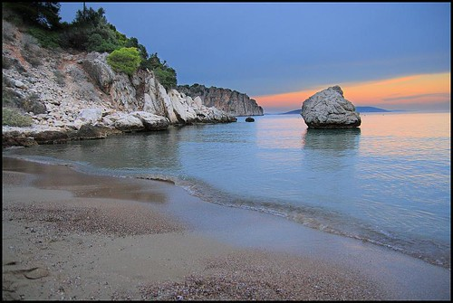 sunset sea beach nature water geotagged sand rocks europe hellas greece handheld tolo peloponnese randomnature tamron1750 1750mm tamronspaf1750mmf28xrdiiildasphericalif geo:tool=gmif random6 gr08 peloponnesemodern geo:lat=37527719 geo:lon=22868997