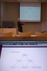 Jörg tegner og forklarer