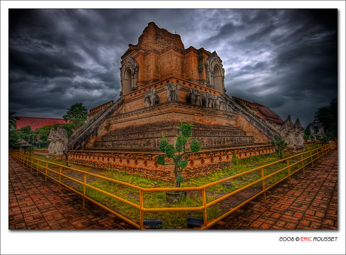 voyage travel architecture photoshop thailand temple photography reflex asia raw sony sigma wideangle thaïlande adobe chiangmai asie 2008 soe hdr highdynamicrange photomanipulated bpp cs3 postprocessing blueribbonwinner photomatix sigma1020 tonemapping fpg watchediluang outstandingshots flickrsbest sigma1020mmf456exdc fineartphotos rosedunord mywinners abigfave specialtouch sonydslra100 anawesomeshot colorphotoaward hdrenfrancais theunforgettablepictures theperfectphotographer goldstaraward piproduction nouvellecitée ericrousset hdraward templeofwatchediluang