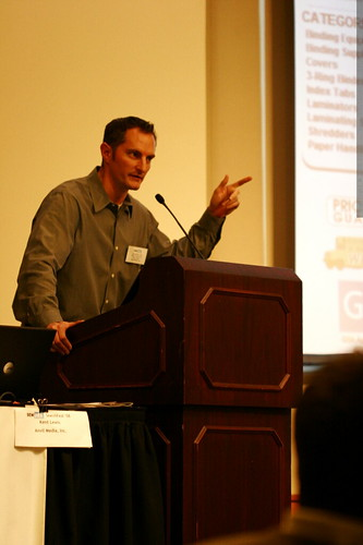 kent lewis making a point at sempdx searchfest 2008    MG 0308