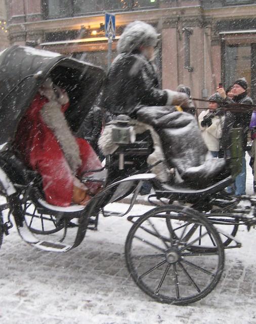 Joulupukki ajelulla