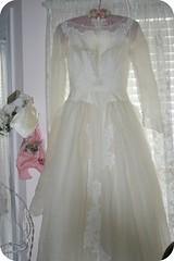 bride(0.0), veil(0.0), bridal veil(0.0), quinceaã±era(0.0), prom(0.0), bridal party dress(1.0), bridal clothing(1.0), textile(1.0), gown(1.0), clothing(1.0), cocktail dress(1.0), formal wear(1.0), wedding dress(1.0), dress(1.0),