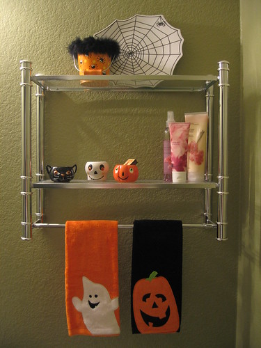 Kids bathroom decor ideas halloween bathroom decorations for Halloween bathroom ideas