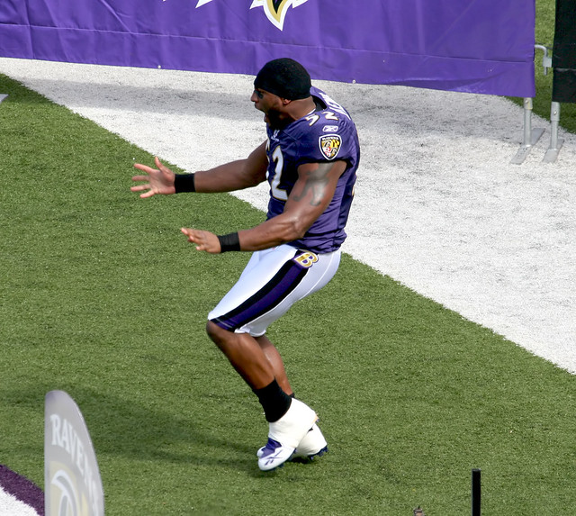 RAY LEWIS DANCE | Ray Lewis of the Baltimore Ravens does ...