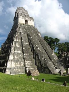 Billede af  Temple I i nærheden af  Tikal. guatemala worldheritagesite tikal