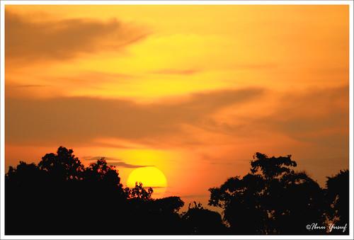 sunset fab orange yellow sundown malaysia a200 sunsetting selangor shahalam helipad blueribbonwinner redhue sonydslr mywinners asiseeit platinumphoto anawesomeshot ibnuyusuf goldstaraward istanakeyangan
