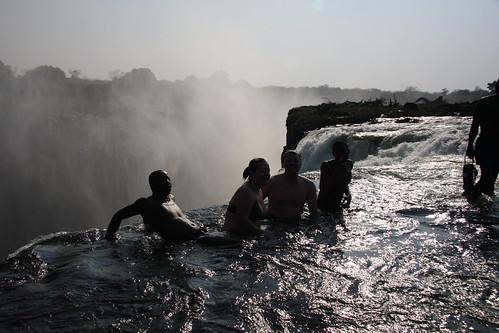 La piscina del diablo de las cataratas victoria blog de for Donde queda la piscina del diablo