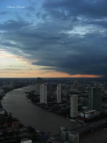 sky skyline clouds bangkok casio blueskies exilim chaophrayariver statetower lebua swamistream 55thflor swamistreamcom