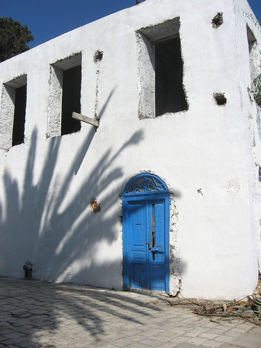 door shadow house tunisia sidibousaid palmtree unfinished stark bluedoor blueandwhite nowindows abigfave platinumphoto oldandbeautiful infinestyle
