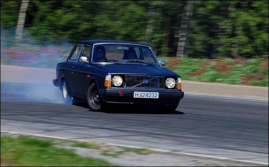Volvo 240 Drift - a photo on Flickriver