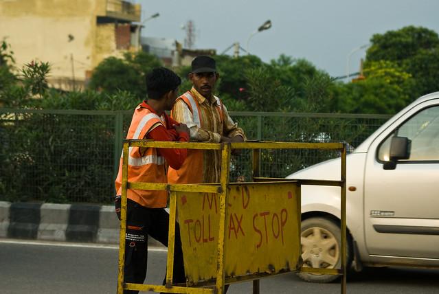 India - Drive between Agra and Delhi -01325