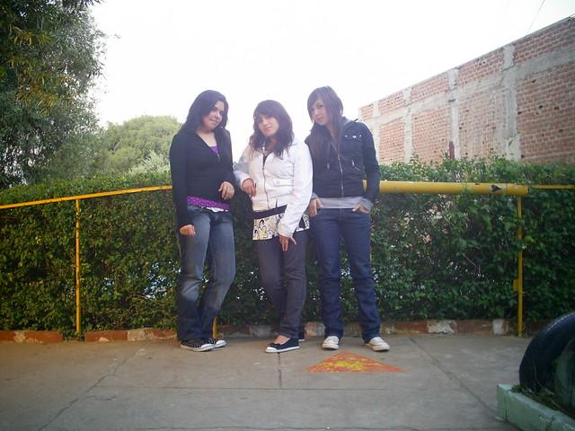 Tres feminas hermosas jajaja