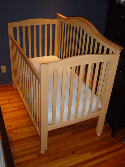 Delta 5 in 1 crib & bed with Simmons Beautyrest mattress