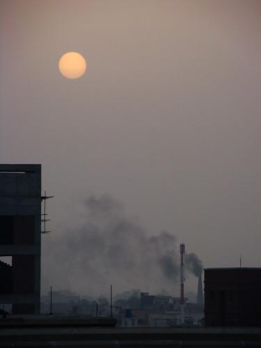 pakistan sun sunrise smoke bricks pollution lahore soe defence risingsun bhatta dha lums mywinners impressedbeauty diamondclassphotographer citrit brillianteyejewel