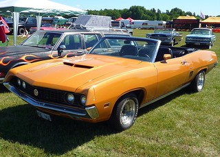 Orange convertible Ford GT Torino 1970