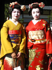 geisha(1.0), clothing(1.0), kimono(1.0), woman(1.0), female(1.0), costume(1.0), person(1.0),