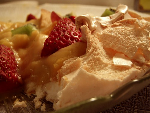 Gorgeous pavlova leftovers...