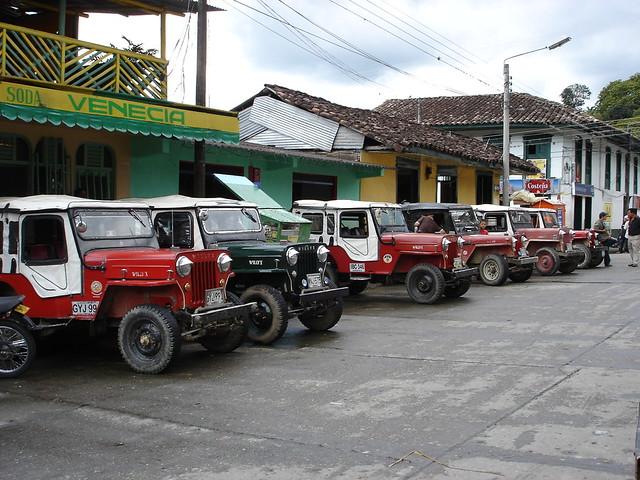 Imagen de Jeep Willys parqueados en Córdoba, Quindio