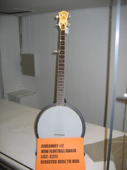 cuatro(0.0), acoustic guitar(0.0), guitar(0.0), electric guitar(0.0), vihuela(0.0), bass guitar(0.0), plucked string instruments(1.0), string instrument(1.0), tanbur(1.0), folk instrument(1.0), banjo uke(1.0), banjo(1.0), string instrument(1.0),