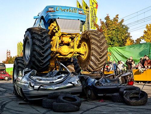 show giant action crash wheels hdr stunt overkill monstertruck racer batram