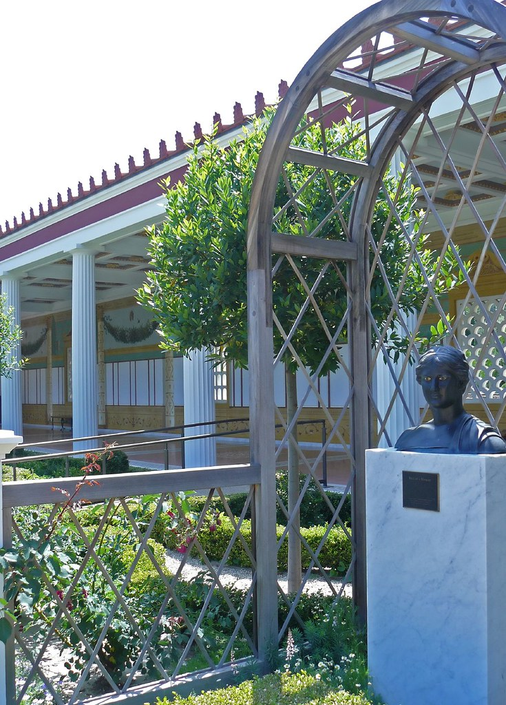 Outer peristyle garden at the getty villa 32 for Outer garden