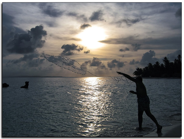 pescando al/el atardecer * fishing at/to the sunset