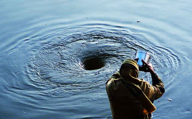 black holes in water - photo #32