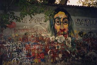 Praha John Lennon Wall 1993