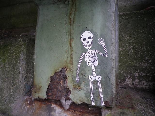 winkendes skelett