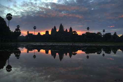 orange cloud reflection tree silhouette sunrise canon temple cambodia glow purple angkorwat palm siemreap angkor j2 hdr jiangjiang 柬埔寨 日出 3xp 吴哥窟 暹粒 400d 小吴哥 jsquare