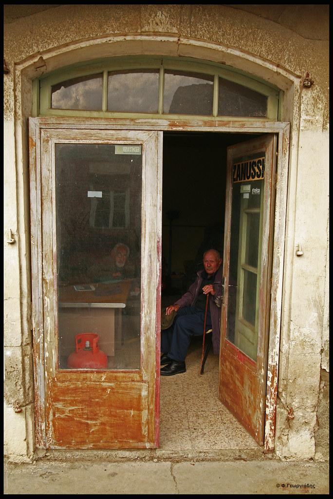 Ευρύχου Γέροντας / Old man in old store