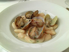 spaghetti alle vongole(0.0), invertebrate(0.0), produce(0.0), clam(1.0), seafood(1.0), food(1.0), escargot(1.0), dish(1.0), cockle(1.0), cuisine(1.0), clams, oysters, mussels and scallops(1.0),