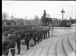 New Zealand troops marching past Buckingham Palace after World War I, May 1919