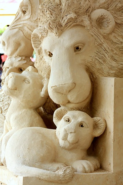 Lion & Cubs (sand sculpture)