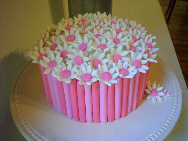 DAISY FONDANT CAKE Flickr - Photo Sharing!