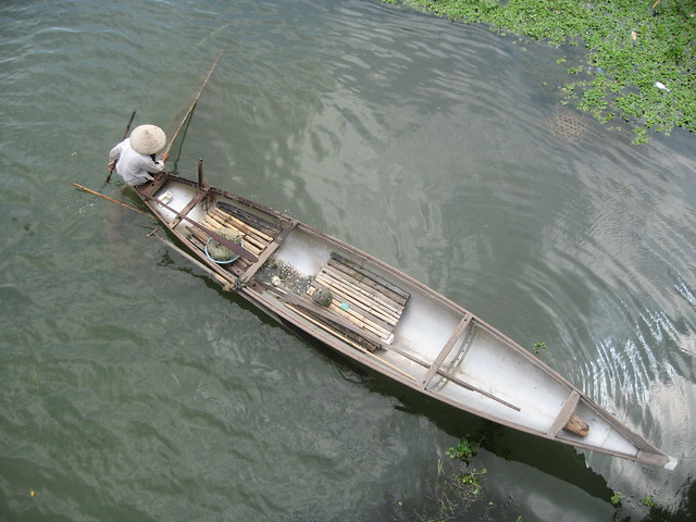 Small traditonal vietnamese river fishing boat flickr for Best river fishing boat
