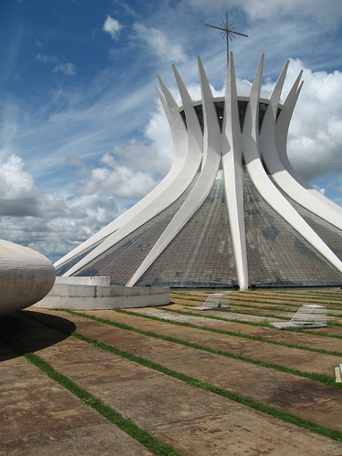 "Brasília, Oscar Niemeyer, Catedral - <a href=""http://www.flickriver.com/photos/paolo_savonuzzi/2889867898/"">on black</a>"